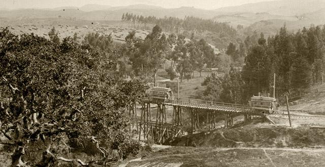 Trolley cars on the trestle bridge at Trestle Glen